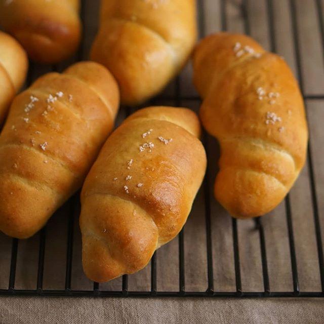 お久しぶりに塩パンの試作♫同じ生地で市場でおいしそうな紅芋も見つけたからおいものパン